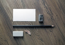 Visitenkarte, Bleistift, Radiergummi, Bleistiftspitzer Lizenzfreies Stockbild