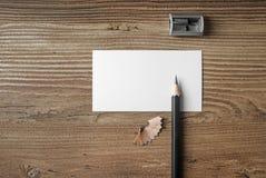 Visitenkarte, Bleistift und Bleistiftspitzer Stockfotografie