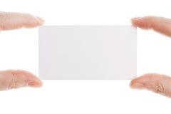 Visitenkarte in den weiblichen Händen Stockfotos