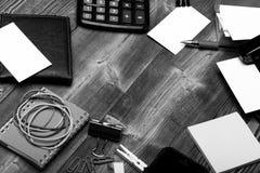 Visitenkarte des Geschäftsmannes Büroartikel und Geschäftsideenkonzept Geldbörsen- und Bürowerkzeuge lizenzfreie stockfotografie