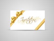 Visitenkarte oder Einladung mit goldenem Farbband Stockfotografie