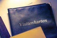 Visitenkartehalter und andere Notizbücher Stockfotografie