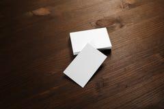 Visitenkarten auf Holz lizenzfreies stockbild