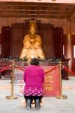 Visiter Lohnrespekt zu Konfuzius stockbilder