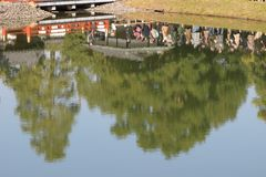 visiters на Киото, Японии Byodo-в виске стоковое фото