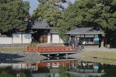visiters на Киото, Японии Byodo-в виске стоковая фотография