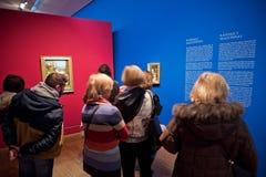 Visiteurs à l'exposition d'Albertina à Vienne images stock