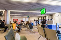 Visiteurs attendant l'embarquement en Don Muang International Airport Images libres de droits