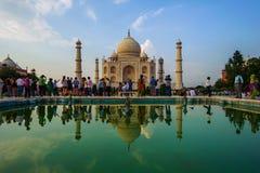 Visiteurs au complexe de Taj Mahal le 20 septembre 2015, à Âgrâ, uttar pradesh, Photographie stock libre de droits