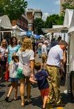 Visiteurs au 61th trottoir annuel Art Show, Roanoke, VA photo stock