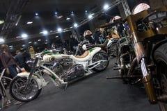 Visiteurs chez Berlin Motorcycle Show, février 2018 Photo libre de droits