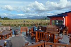 Visiteurs dans le village de parc national de Tongariro Images libres de droits