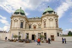 Visiteurs de palais de belvédère à Vienne photo stock