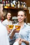 Visiteurs de restaurant attendant la table Image libre de droits