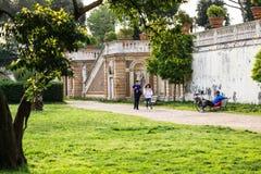 Visiteurs de villa Doria Pamphili au par l'intermédiaire d'Aurelia Antica, Rome, Italie Photos stock