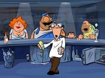 Visiteurs drôles de barre et barman perplexe Image libre de droits