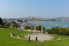 Visiteurs et prince Albert Gardens de touristes avec l'amphithéâtre et le parc Swanage Dorset Angleterre R-U Photographie stock libre de droits