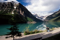 Visiteurs, Lake Louise Photo stock