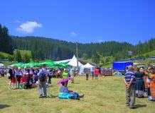 Visiteurs pittoresques de champ de foire, Bulgarie Photo libre de droits