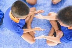 Visitez la jeunesse et faites les activités ensemble dans le département des corrections Ju Image stock