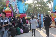 Visitez le festival de lanterne d'anime des touristes dans la côte de joie de Shenzhen Photo libre de droits