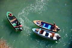 Visiti le barche nella baia, Ponta da Piedade Fotografie Stock
