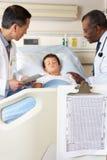 Visiting Child Patient On医生病区 免版税图库摄影