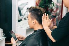Visitng fryzjer męski Zdjęcia Royalty Free