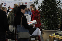 VISITOR AND BOOK SHOPPERS AT BOOK FAIR 2016 Stock Photos