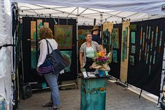 Visitor to a Booth at the 61th Annual Sidewalk Art Show stock images