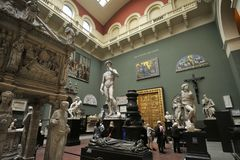 Free Visitors At The Victoria And Albert, V&A Museum In London, England Royalty Free Stock Photography - 164855767