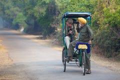 Visitors riding cycle rickshaw in Keoladeo Ghana National Park i Royalty Free Stock Images
