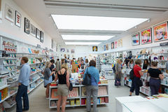 Visitors at the Saatchi Gallery book shop in London Stock Photography