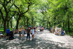 Visitors and street artists at Central Park Mall in New York Royalty Free Stock Images