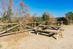 12 picnic tables in Lookout contraparada royalty free stock photo