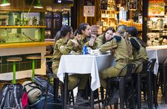 Visitors and workers attractions of the city Market Sarona restaurants and shops. TEL AVIV, ISRAEL - 26 NOVEMBER 2017: Visitors and workers attractions of the Royalty Free Stock Images