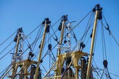 Visnet op industrieel vissersvaartuig Stock Afbeeldingen
