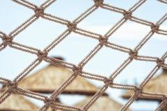 Visnetomheining van een mooi vreedzaam detail van de strandtoevlucht Royalty-vrije Stock Foto's