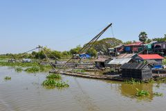 Visnetten in een schatplichtige rivier aan het Tonle-Sapmeer royalty-vrije stock fotografie