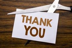 Visningen för inspiration för överskrift för handhandstiltext tackar dig Affärsidéen för tacksamhet tackar skriftligt på anmärkni Fotografering för Bildbyråer