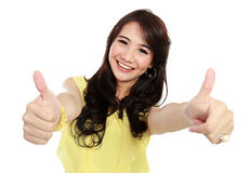 Visningen för skönhettonåringflicka tummar upp Fotografering för Bildbyråer