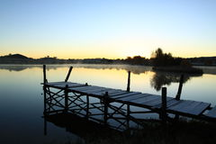 Visningsdäck på en lake Royaltyfri Fotografi