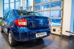 Visningslokal och bil Renault av återförsäljaren Tehzentr Gusar i Kirov c Arkivfoto