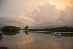 Visningspunkt av den naturliga nyckeln till Krabi Royaltyfria Foton