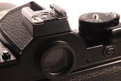Visor uma sapata acessória com contato do speedlight na câmera análoga imagens de stock