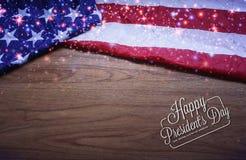 Vissé drapeau des Etats-Unis sur le fond de conseil en bois de Brown Image libre de droits