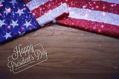 Vissé drapeau des Etats-Unis sur le fond de conseil en bois de Brown Photo stock