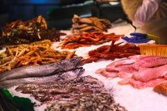 Vissen bij Boqueria-markt in Barcelona, Spanje Stock Foto