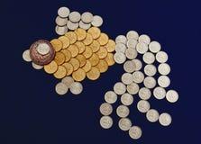 Vissen die van muntstukken worden gemaakt Stock Afbeeldingen