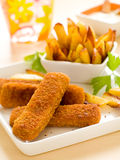 Vissen en aardappel Stock Afbeeldingen